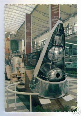 sputnik-2_capsule_expo_1958_pc