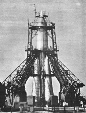 sputnik-2_r-7_on_pad-299x395